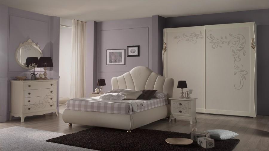 Μοντέρνο Σετ Υπνοδωμάτιο PERLA BEIGE ντυμένο με αποθηκευτικό χώρο και δυο κομοδίνα.