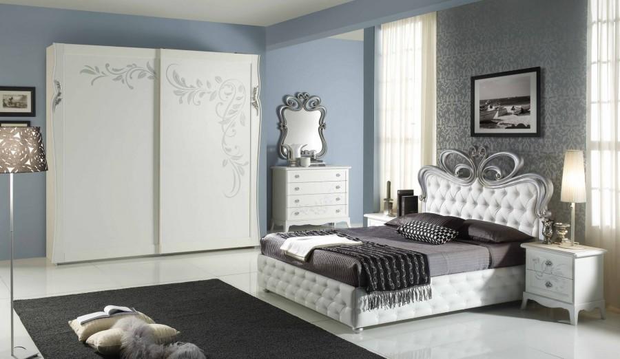 Μοντέρνο Υπνοδωμάτιο PERLA BIANCO ντυμένο με αποθηκευτικό χώρο και δυο κομοδίνα.